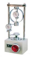 MÁY NÉN ĐẤT 1 TRỤC NỞ HÔNG là thiết bị dùng để thí nghiệm xác định sức kháng nén của mẫu đất hình trụ, có chiều cao bằng 2 lần đường kính. Lực nén dọc trục là lực duy nhất tác dụng lên mẫu, cho tới khi mẫu bị phá huỷ trong một thời gian đủ ngắn, để đảm bảo nước không thể vào hoặc ra khỏi mẫu. Và chỉ dùng với mẫu đất dính không nứt nẻ.