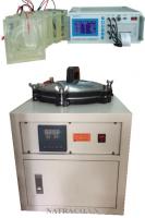 MÁY THỬ THẤM ION CLO là thiết bị thí nghiệm xác định độ thấm ion clo bằng phương pháp điện lượng. Độ bền vững của bê tông sẽ bị ảnh hưởng tiêu cực bởi sự thẩm thấu các Ion Chloride. Thí nghiệm này cho phép đánh giá tính chất chịu thấm Ion Chlodire của bê tông. Thí nghiệm được thực hiện để đo lượng điện chạy qua mẫu lõi bê tông hay mẫu bê tông hình trụ. Một điện áp được duy trì giữa hai đầu mẫu bê tông, một đầu mẫu được nhúng trong dung dịch NaCl (cực âm), đầu còn lại nhúng trong dung dịch NaOH (cực dương). Tổng điện lượng chạy qua mẫu (được tính theo đơn vị Coulomb – tỷ lệ với khả năng kháng thấm Ion Chloride của mẫu) sẽ được ghi lại.
