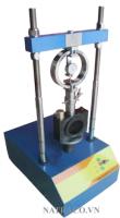 MÁY NÉN MARSHALL 30KN - VN là thiết bị dùng để thí nghiệm xác định độ ổn định Marshall và độ dẻo của bê tông nhựa. Độ dẻo Marshall, độ ổn định là giá trị lực nén lớn nhất đạt được khi thử nghiệm mẫu bê tông nhựa chuẩn trên máy nén Marshall, độ dẻo là biến dạng của mẫu bê tông nhựa trên máy nén Marshall tại thời điểm xác định độ ổn định Marshall.
